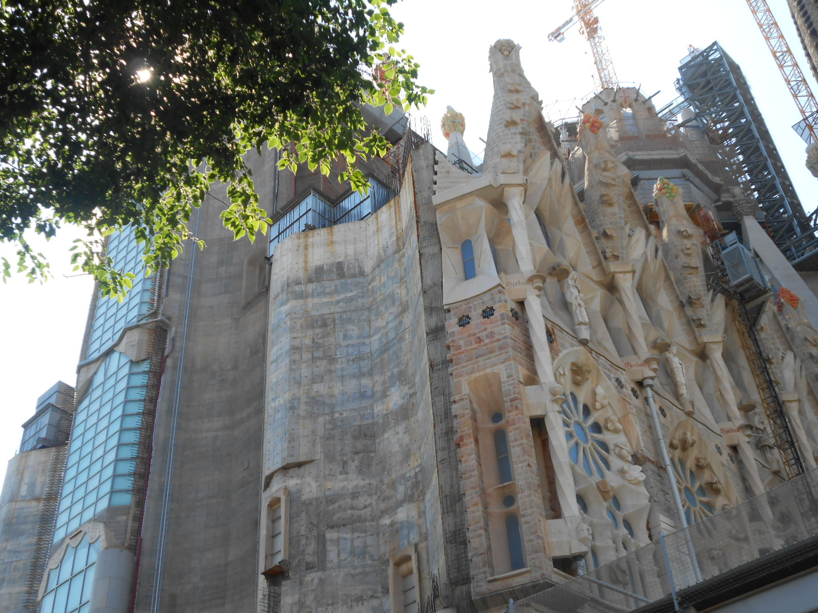 Główna fasada nadal w budowie